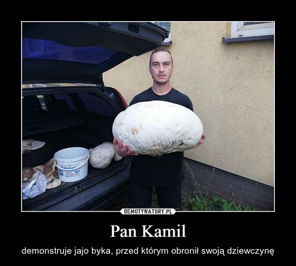 Pan Kamil – demonstruje jajo byka, przed którym obronił swoją dziewczynę