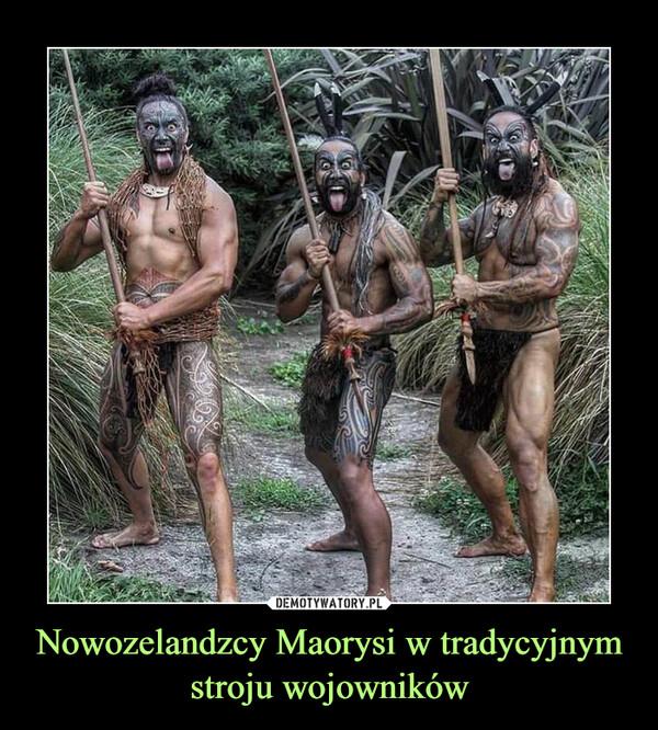 Nowozelandzcy Maorysi w tradycyjnym stroju wojowników –